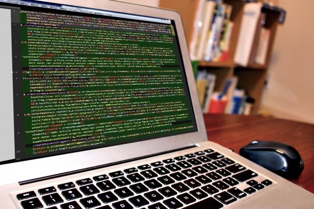 在宅ワークでプログラミングを始めるには?必要なスキルや働き方まで解説!