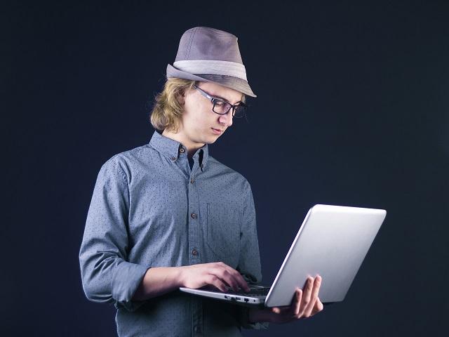 学生が在宅でプログラミングバイトをするには?種類や収入など詳しく紹介!