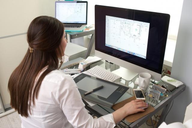 グラフィックデザイナーは在宅でもできるの?仕事の流れやフリーランスの現状等を紹介♪