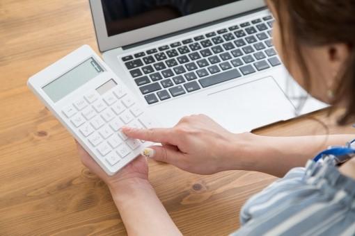 在宅経理の仕事内容やメリット・デメリット等を紹介!どんな資格があると便利?