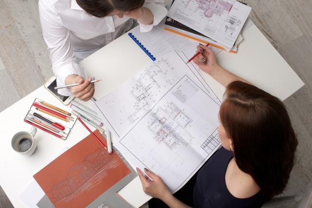 デザイナーの種類やそれぞれの仕事内容をご紹介!中でも需要が高いデザイナーは?