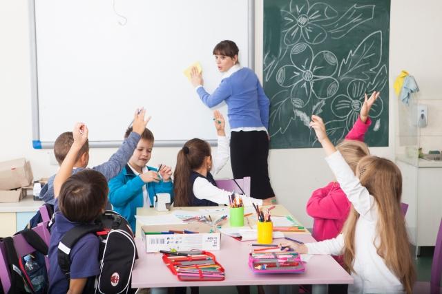 在宅で日本語教師になるには?募集しているサイトから気になる収入までご紹介☆