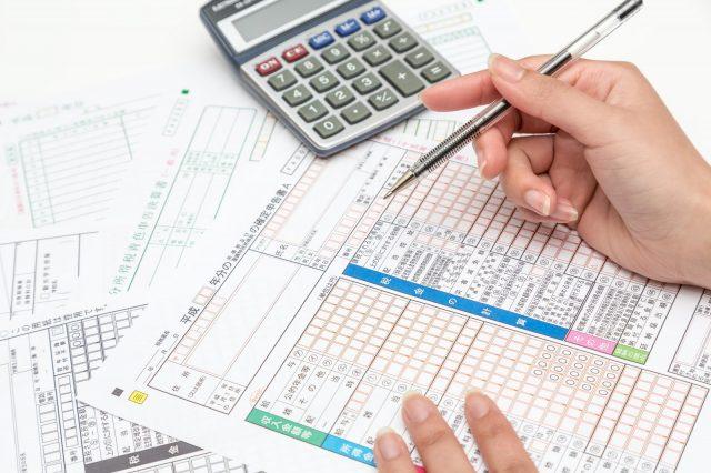 簡易課税の計算方法とは?原則課税との違いや消費税納付の際のメリット・デメリットを解説