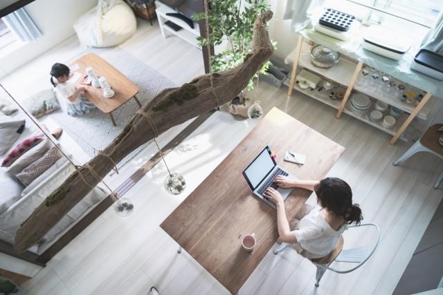 在宅ワーカーや副業者に人気!フリーライターの仕事や年収、なるための方法とは?