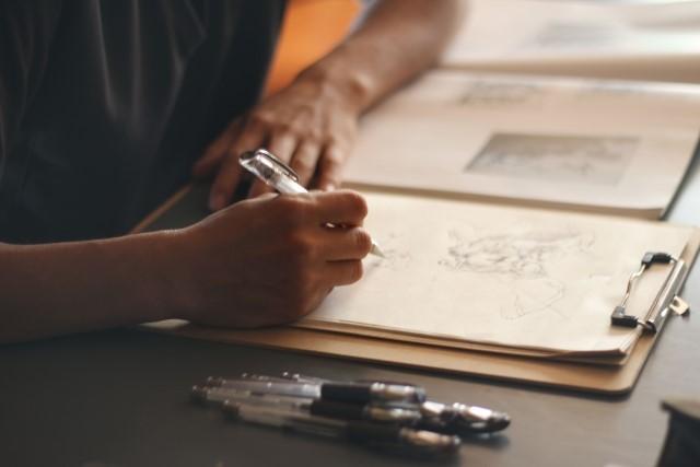 イラスト系の仕事にはどんな職業がある?働き方や収入、フリーランスでの仕事の受注方法について